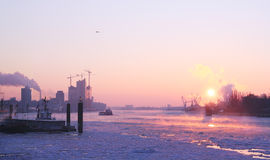 Salida del sol del invierno en Hamburgo Fotos de archivo libres de regalías