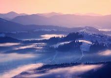 Salida del sol del invierno en montañas Imagen de archivo libre de regalías