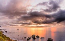 Salida del sol del invierno sobre punto del cabo (25 de junio de 2016) Foto de archivo
