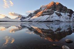 Salida del sol del lago bow, parque nacional de Banff Imagen de archivo libre de regalías