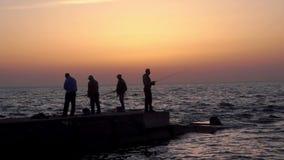 Salida del sol del mar del pescador almacen de video