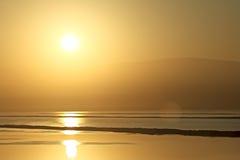 Salida del sol del mar muerto Fotos de archivo libres de regalías