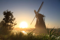 Salida del sol del molino de viento Imagenes de archivo