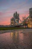 Salida del sol del puente de la torre Fotos de archivo