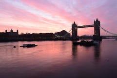 Salida del sol del puente de la torre de Londres Fotos de archivo