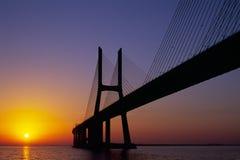 Salida del sol del puente del Gama de Vasco DA Fotos de archivo libres de regalías