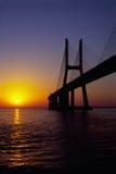 Salida del sol del puente del Gama de Vasco DA Fotografía de archivo