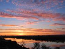 Salida del sol del río Foto de archivo libre de regalías