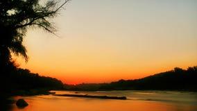Salida del sol del río almacen de video