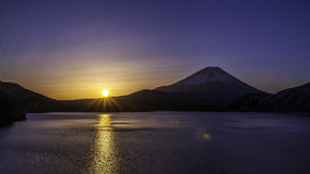 Salida del sol del ` s de Fujiyama imagen de archivo