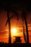 Salida del sol del sur de la playa de Miami con la torre del salvavidas Fotografía de archivo libre de regalías