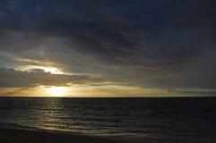 Salida del sol dramática del mar Fotos de archivo