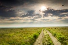 Salida del sol dramática sobre el parque nacional del coto de la pradera de Kansas Tallgrass Imagenes de archivo