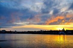 Salida del sol en el río Kama, Ural, Rusia Fotografía de archivo libre de regalías