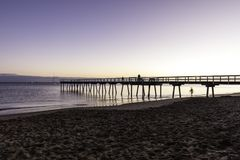 Salida del sol del embarcadero de Torquay, Hervey Bay, QLD fotos de archivo