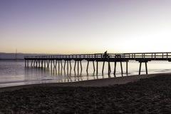 Salida del sol del embarcadero de Torquay, Hervey Bay, QLD imágenes de archivo libres de regalías