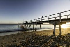 Salida del sol del embarcadero de Torquay, Hervey Bay, QLD foto de archivo