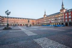 Salida del sol en alcalde de la plaza fotografía de archivo