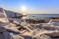 Salida del sol en Aliki Isla de Thassos, Grecia Imagen de archivo libre de regalías