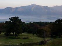 Salida del sol en Aso, prefectura de Kumamoto, Japón imágenes de archivo libres de regalías