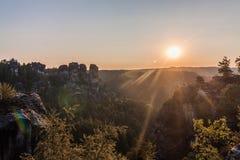 Salida del sol en Bastei, Alemania Imagen de archivo