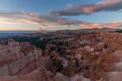 Salida del sol en Bryce Canyon en caída Imagen de archivo libre de regalías
