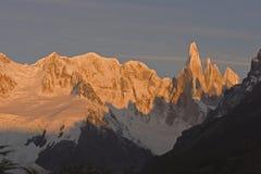 Salida del sol en Cerro-Torre la Argentina imagenes de archivo