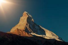 Salida del sol en Cervino - la montaña más famosa de las montañas Zermatt Suiza imagen de archivo