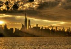 Salida del sol en ciudad de NY fotografía de archivo
