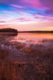 Salida del sol en colores pastel en el lago Jacomo Fotos de archivo