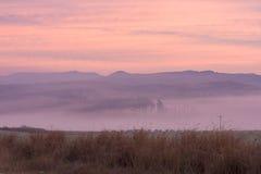 Salida del sol en colores rosados cerca de Underberg en la cordillera de Drakensberg en Suráfrica Fotografía de archivo