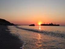 Salida del sol en Costinesti Imagenes de archivo