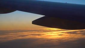 Salida del sol en el aeroplano almacen de metraje de vídeo