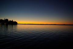 Salida del sol en el agua Imagenes de archivo