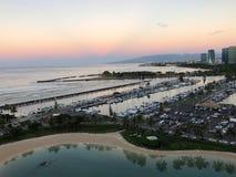 Salida del sol en el Ala Wai Small Boat Harbor en Honolulu, Oahu imagen de archivo libre de regalías