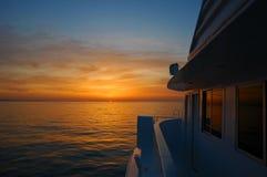 Salida del sol en el barco Imagenes de archivo