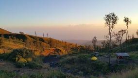 Salida del sol en el borde de Rinjani Foto de archivo libre de regalías