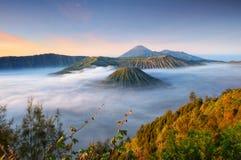Salida del sol en el bromo del soporte, Java Oriental Indonesia fotografía de archivo libre de regalías