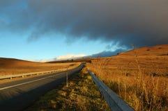 Salida del sol en el camino abierto Fotos de archivo libres de regalías