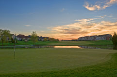 Salida del sol en el campo de golf Foto de archivo libre de regalías