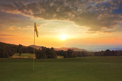 Salida del sol en el campo de golf Fotos de archivo libres de regalías
