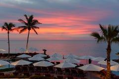 Salida del sol en el centro turístico de vacaciones en Cabo San Lucas, México Imágenes de archivo libres de regalías