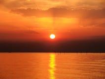Salida del sol en el cielo clowdy Fotos de archivo libres de regalías