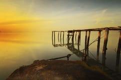 Salida del sol en el embarcadero quebrado Penang imagenes de archivo