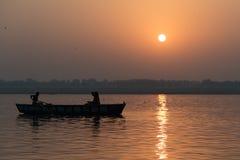 Salida del sol en el Ganges Imagenes de archivo