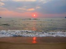 Salida del sol en el golfo de Tailandia Foto de archivo