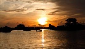 Salida del sol en el gran lago Fotos de archivo libres de regalías