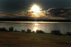 Salida del sol en el lago Fotos de archivo