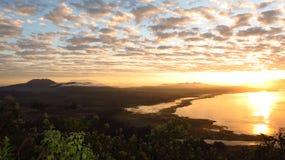 Salida del sol en el lago Fotografía de archivo libre de regalías
