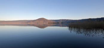Salida del sol en el lago de Vico Imagenes de archivo
